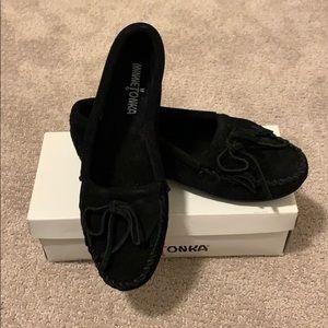 Minnetonka moccasins- black, size 8